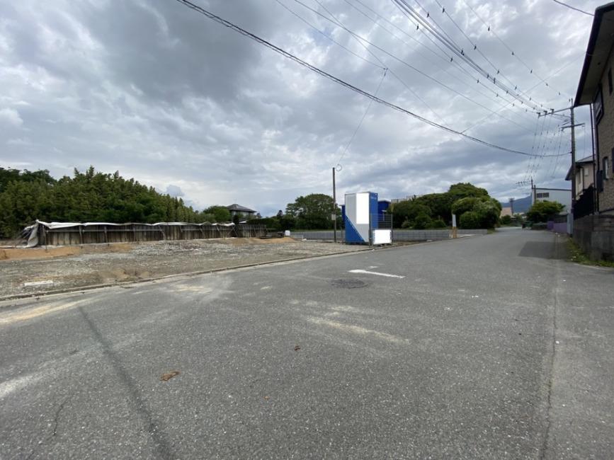 前面6m道路西側から撮影。