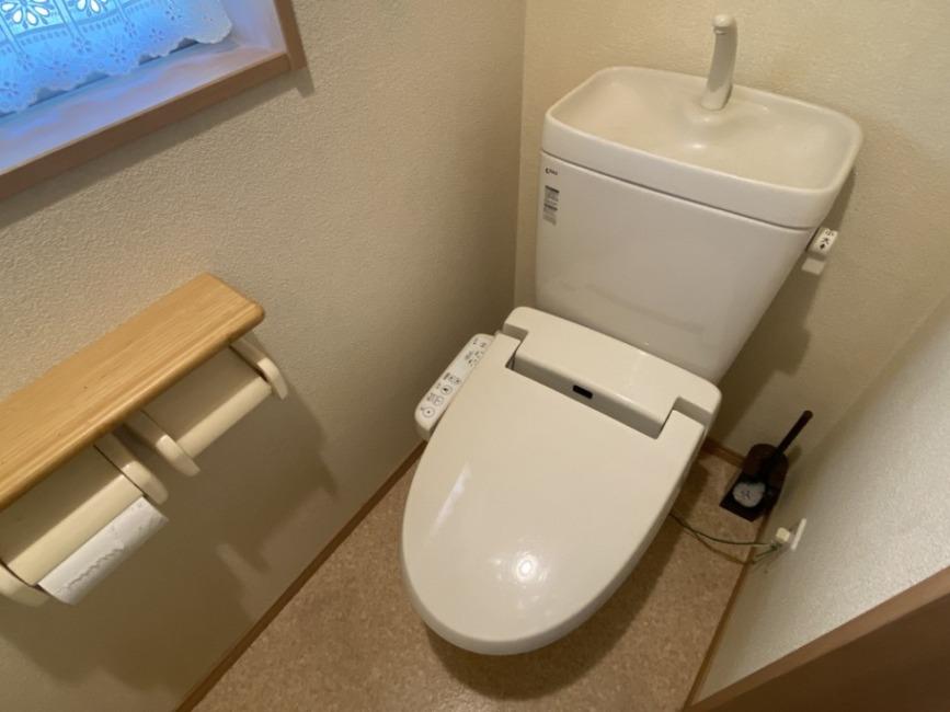 もちろんシャワートイレです!