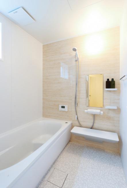 ほっカラリ床とお掃除ラクラク排水溝でお手入れが楽です!(風呂)