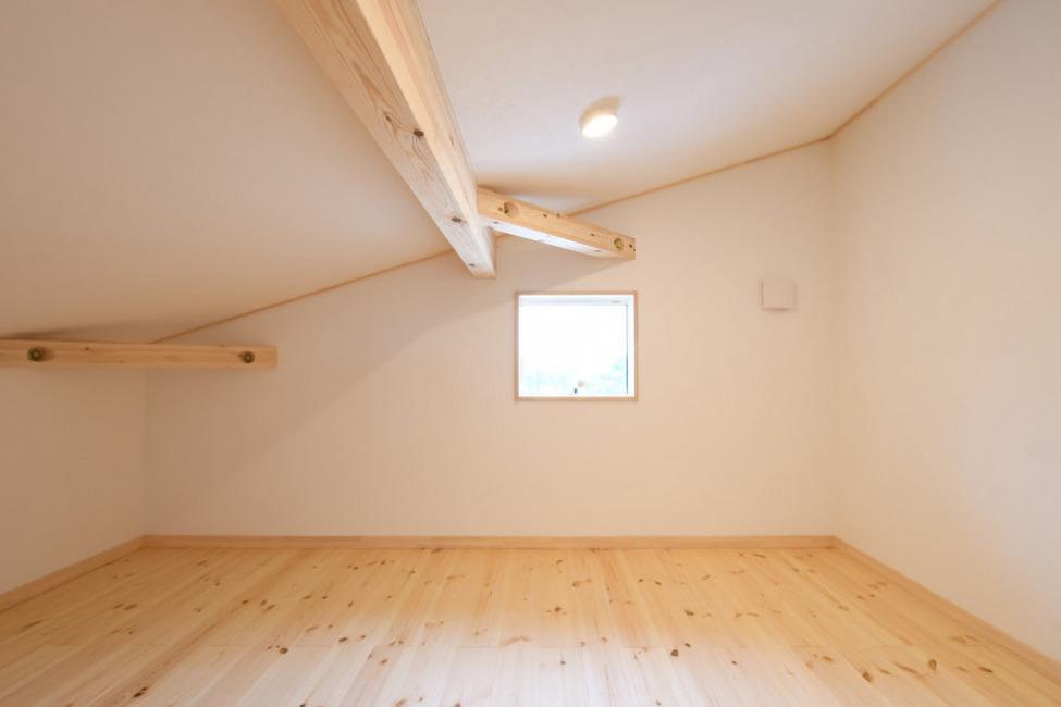 小屋裏部屋は秘密基地のようなスペシャル空間(内装)