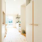 キッチン横の収納。食器やキッチン家電などを収納できます。(内装)
