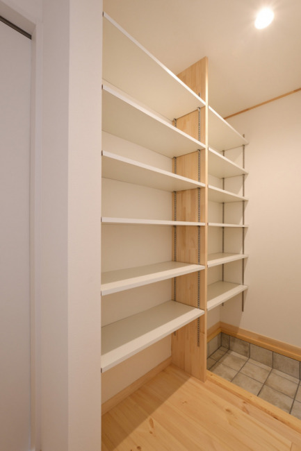 たくさん靴が収納できるシューズクローク(玄関)