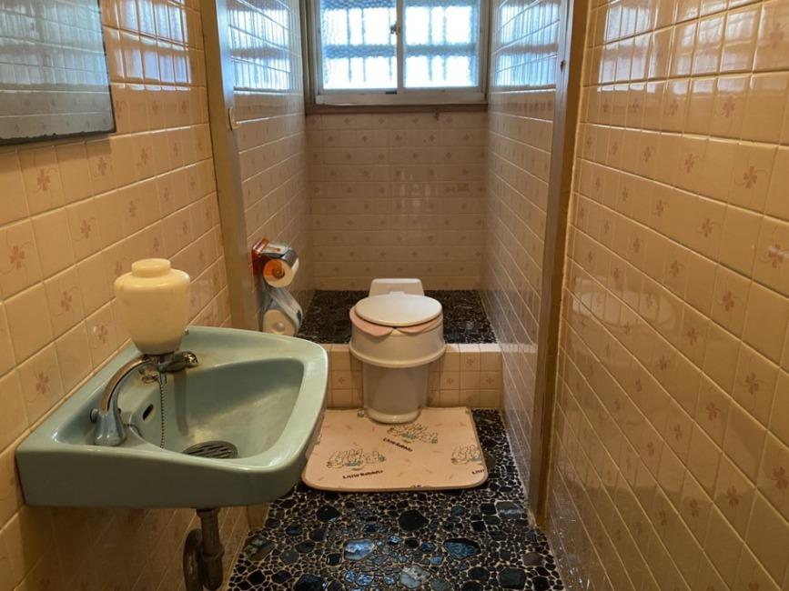 現在はくみ取り式トイレです。