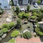 屋上から撮影。大型のお庭と立派な植栽があります!