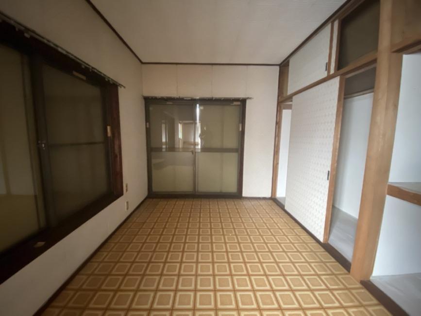 2階洋室、バルコニー付きです。