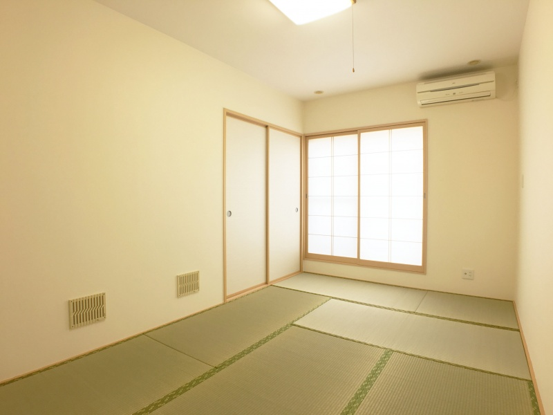 2階和室はゆったり7.5畳で押入れ付きです。